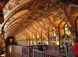 Mnichov a Bavorské Alpy vlakem 2020  Německo - Mnichov, Rezidenz, Antický sál, arch. S.Zwitzel, k uložení vévodových antických sbírek