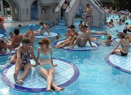 Maďarsko - Eger - městské termální lázně, s termální vodou 29-30 °C, léčí se zde hlavně chronická onemocnění pohybového ústrojí, revmatismus či ženské nemoci