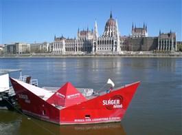 Budapešť vlakem, památky, termální lázně i tradiční trhy 2021  Maďarsko - Budapešť - pohled na parlament stavěný podle londýnského vzoru v klasicistním stylu
