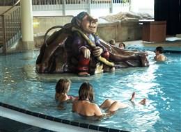 Termální lázně Laa - skluzavky v bazénu pro děti