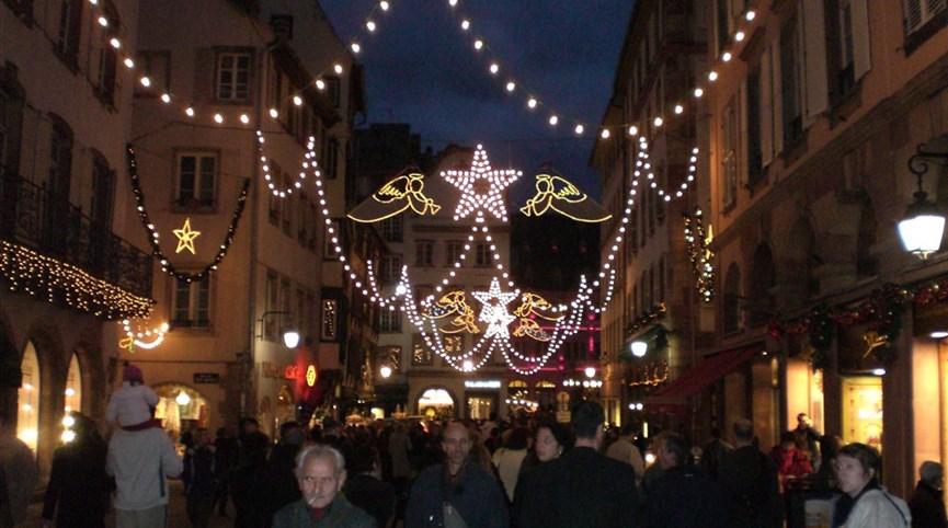 Advent v Alsasku - zimní pohádka nejen o víně a středověký trh 2021  Francie - Alsasko - v čase adventu září ulice světly