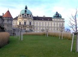 Klosterneuburg a Vídeň, mezinárodní výstava orchidejí 2020 Vídeň Rakousko - Klosterneuburg, založen 1114 markrabětem Leopoldem III.
