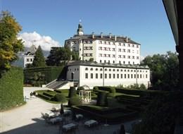 Tyrolsko mnoha nej a nostalgické vláčky, tramvaje a lanovky 2021  Rakousko - Insbruck - zámek Ambras arcivévody Ferdinanda