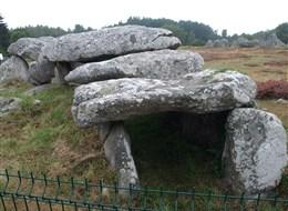 Bretaň, tajemná místa, přírodní parky a megality 2020 Bretaň Francie - Bretaň - Carnac - dolmen - vstupní část