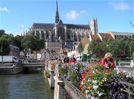 Pikardie, toulky v Ardenách, koupání v La Manche 2021  Francie - Pikardie - Amiens, katedrála, pohled z města