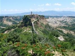 Jižní Toskánsko a kraj Etrusků Lazio 2022  Itálie - Lazio -  Civita di Bagnoreggio, oáza středověku na osamělém ostrohu