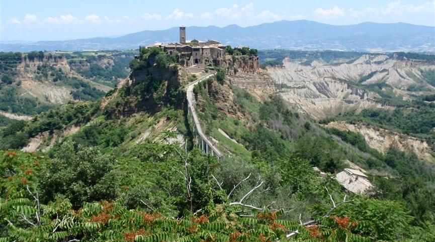Jižní Toskánsko a kraj Etrusků Lazio 2021  Itálie - Lazio -  Civita di Bagnoreggio, oáza středověku na osamělém ostrohu