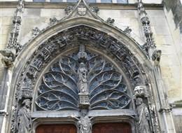 Champagne, UNESCO, víno, katedrály a středověká slavnost Médievales 2020 Champagne Francie - Burgundsko - Remeš, bazilika St.Rémy, hlavní vchod, tympanon