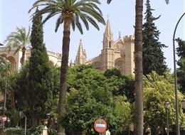 Mallorca, zelený ostrov Středomoří s turistikou 2020  Španělsko - Mallorca - Palma de Mallorca, katedrála La Seu
