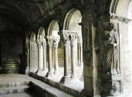 Francie - Provence - Arles, kostel sv.Trofima, křížová románsko-gotická chodba
