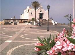 Ischia a ostrovy jižní Itálie 2020  Itálie - Ischia - Soccorso, kostelík