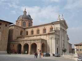 Řím, Orvieto, Perugia a koupání v Rimini 2021  Itálie - Marche - Urbino, klasicistní katedrála, 1789