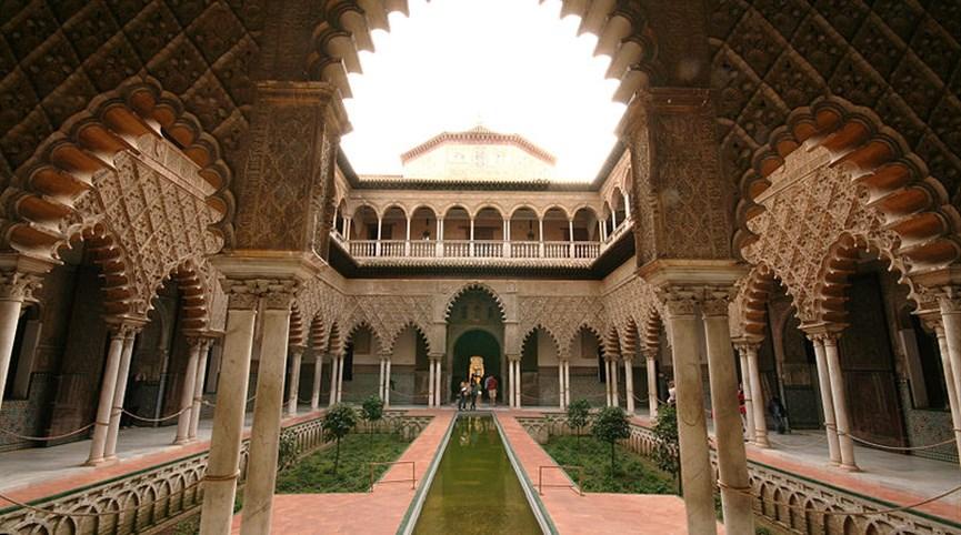 Památky UNESCO v Andalusii Španělsko - Sevilla - Alcazar, Patio de las Doncellas