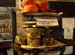 Itálie - Lazio - Montalcino, pikantní pecorino peperoncimo