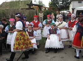 Termální wellness Velikonoce v Maďarsku a slavnost UNESCO 2021  Maďarsko - velikonoce v Hollókö - lidové kroje palócké menšiny
