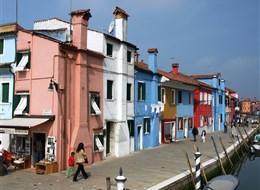 Itálie - Benátky - Burano s jeho pestrými rybářskými domky