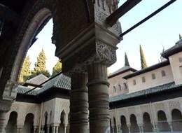 Španělsko - Andalusie - Granada, Alhambra, Patio de los Leones, zde bylo centrum rodinného života sultána