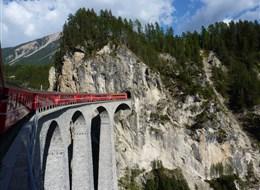 Švýcarsko - Rhétská železnice, cesta vlakem je tu vždycky zážitek