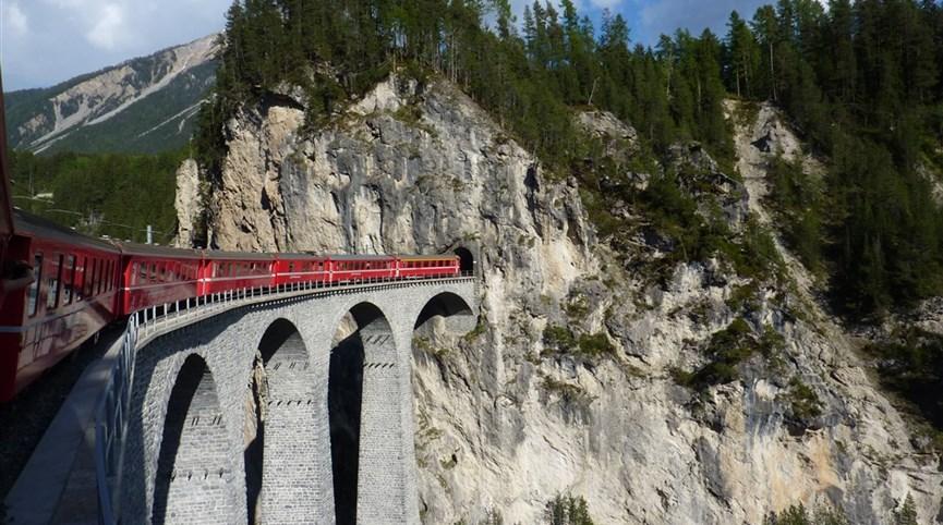 Cesty vlakem za poznáním. Švýcarsko - Rhétská železnice, cesta vlakem je tu vždycky zážitek