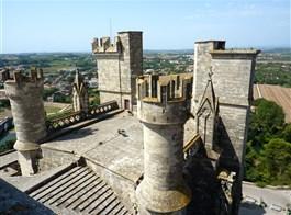 Languedoc, katarské hrady, moře Lví zátoky a kaňon Ardèche letecky 2021  Francie - Languedoc - Béziers, na střeše katedrály St.Nazaire
