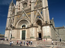 Řím, Orvieto, Perugia a koupání v Rimini 2021  Itálie - Orvieto -  dóm, reliéfy 1320-30, L.Maitani, výjevy ze Starého a Nového zákona