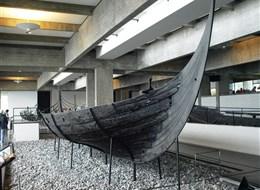 Dánsko, Kodaň, ráj ostrovů a gurmánů 2020 Dánsko Dánsko - Roskilde - Vikingeskibsmuseet, Skuldelev 3, 14m dlouhá a 3,3 m široká