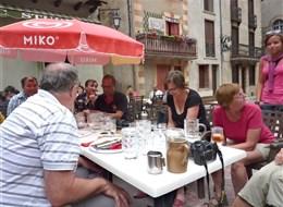 Francie - Languedoc - Villefranche, posezení u vína, zvlášť růžové je vynikající