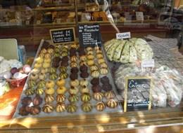 Francie - Alsasko - Riquewihr, místní specialita Macarons de Riquewihr.