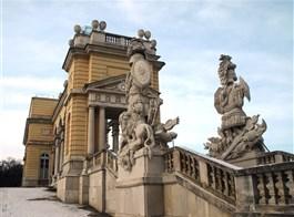 Velikonoční Vídeň a výstava Aztékové, Schönbrunn, Niederweiden, Schloss Hof po stopách Habsburků a výstava Sisi  2021  Rakousko - Vídeň - Schönbrunn, Gloriette, 1775, na pamět vítězství v bitvě u Kolína