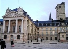 Francie - Beaujolais - Dijon, Palais des Ducs, původně palác burg.vévodů, základ gotický po 1433 Filip Dobrý