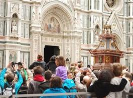 Florencie, Toskánsko, perla renesance a velikonoční slavnost ohňů 2021  Itálie - Florencie - slavnost Scapio, roku 1097 dosáhl místní m욡ťan P.de Pazzi jako první hradeb Jeruzaléma a od toho se vše odvíjí ...