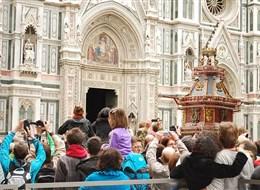 Florencie, Toskánsko, perla renesance a velikonoční slavnost ohňů 2020 Toskánsko Itálie - Florencie - slavnost Scapio, roku 1097 dosáhl místní m욡ťan P.de Pazzi jako první hradeb Jeruzaléma a od toho se vše odvíjí ...
