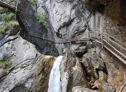 Rakouské soutěsky, kaňony a vodopády 2020 Solnohradsko Rakousko - Medvědí soutěska, skály a voda