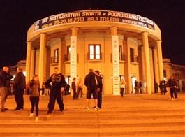 Wroclaw, Budyšín, adventní trhy 2020  Polsko - Vratislav (Wroclaw) - Hala století, 1911-13, architekt Max Berg, od 2006 památka UNESCO, nejstarší modernistická železobetonová stavba světa