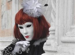 Itálie - Benátky - i zdejší karneval hýří tvary a barvami