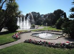 Francie - vila Ephrussi, hudební fontány - voda a tóny Mozarta, Verdiho či Čajkovského