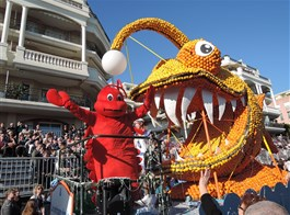 Karneval květů v Nice a festival citrusů v Mentonu 2021  Francie - Menton - Corsi des Fruits d´Or, hele humr a zubatá ryba a všechno z citrusů