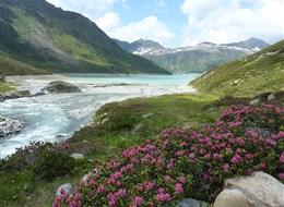 Lechtalské Alpy 2021 Alpy Rakousko - začátek přehradního jezera Silvrettasee