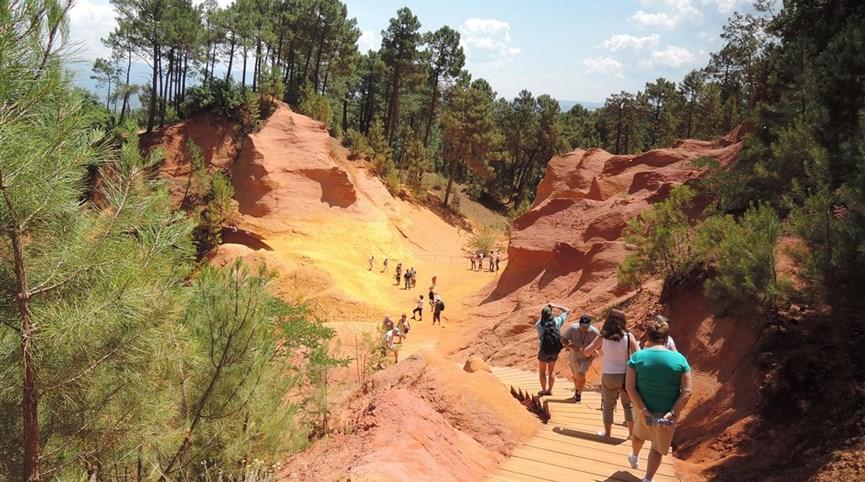 Přírodní parky a památky Provence s koupáním 2021  Francie - Roussillon - hra barev ve skalách