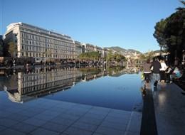 Francie - Nice - Promenade du Paillon, 2010-3, M.Pena, vodní zrcadlo