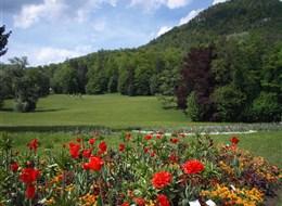 Rakousko - Bad Ischl - zahrady u Císařské vily plynule přecházejí do anglického parku