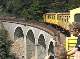 Francie - Languedoc - Train Jaune má elektrický pohon