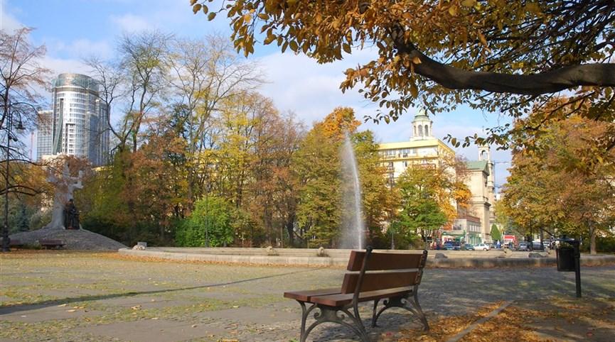 Varšava, metropole v zeleni vlakem nejen po stopách F. Chopina 2021  Polsko - Varšava - kouzlo podzimu ve Varšavě (foto Lukáš Zedníček)