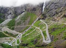 Norsko, zlatá cesta severu 2020 Norsko Norsko - Trollstigen, v dnešní podobě vybudována 1930-6, otevřena králem Haakonem II. 31.6. 1936