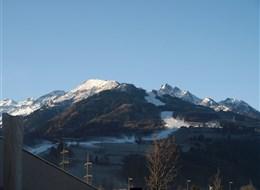 Rakousko - Tauern Spa - okolní vrcholy NP Vysoké Taury pokryté sněhem lze pozorovat přímo z bazénu