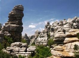 Andalusie, památky, přírodní parky a Sierra Nevada 2021  Španělsko - Andalusie NP El Torcal, vápencové skalní město s četnými krasovými jevy, jeskyněmí, propastmí (až 225 m hluboké)