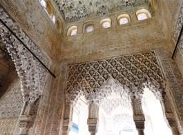 Andalusie, památky UNESCO a přírodní parky 2021  Španělsko - Granada - Alhambra, Sala de los Reyes, sloužila jako hodovní či společenská síň