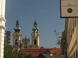 Zážitkový advent v Linci  a slavná Pöstlinbergská dráha vlakem 2020  Rakousko - Linec -  půvab věží starého města (Ursulinenkirche)
