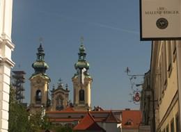 Zážitkový advent v Linci  a slavná Pöstlinbergská dráha vlakem 2020 Štýrský Hradec Rakousko - Linec -  půvab věží starého města (Ursulinenkirche)