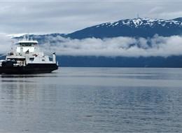 Velký okruh Norskem, Lofoty a Vesteråly letecky 2020  Norsko - Sognefjord, trajekt už se blíží